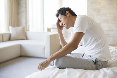 什么原因导致男性前列腺痛呢? 不爱喝水的人容